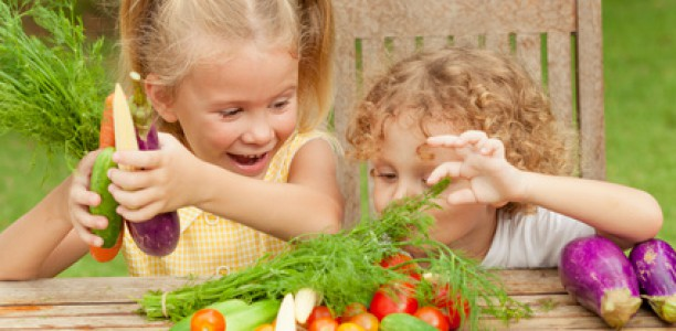 So bringen Sie Ihrem Kind gesundes Essen bei.