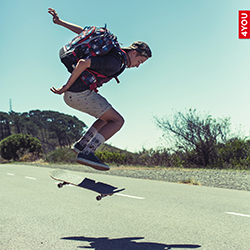 Skater mit Jump Rucksack