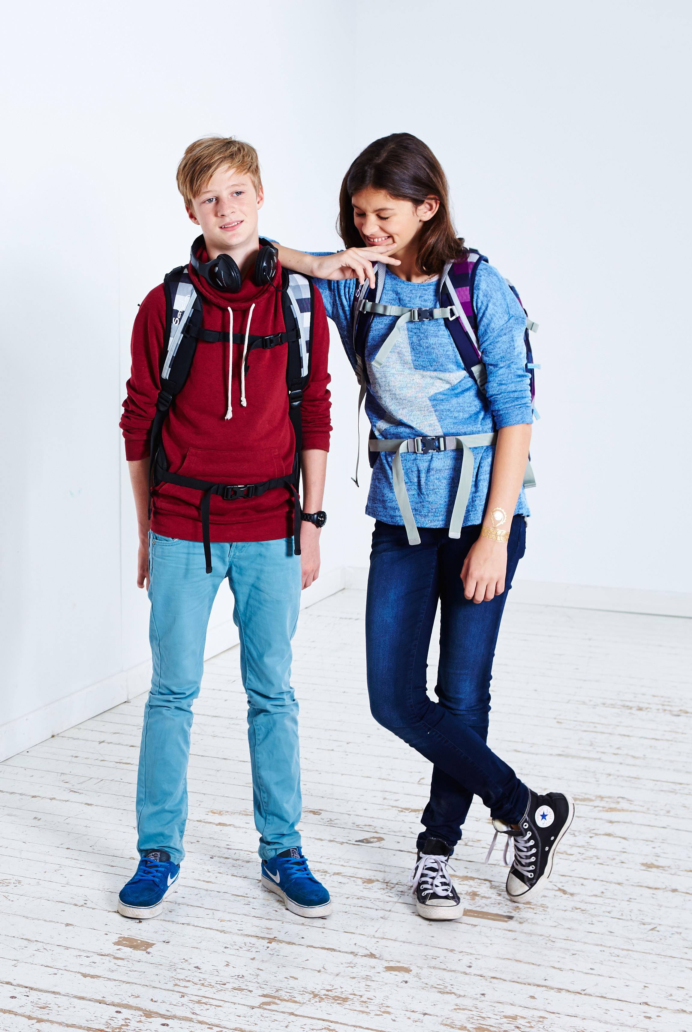 Zwei Jugendliche mit Satch rucksack